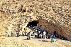 Today, tour groups visit the caves at Mar Saba.